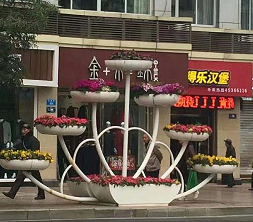 内蒙古道路造型花箱